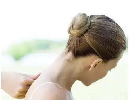 痘痘长到脖子上是怎么回事?